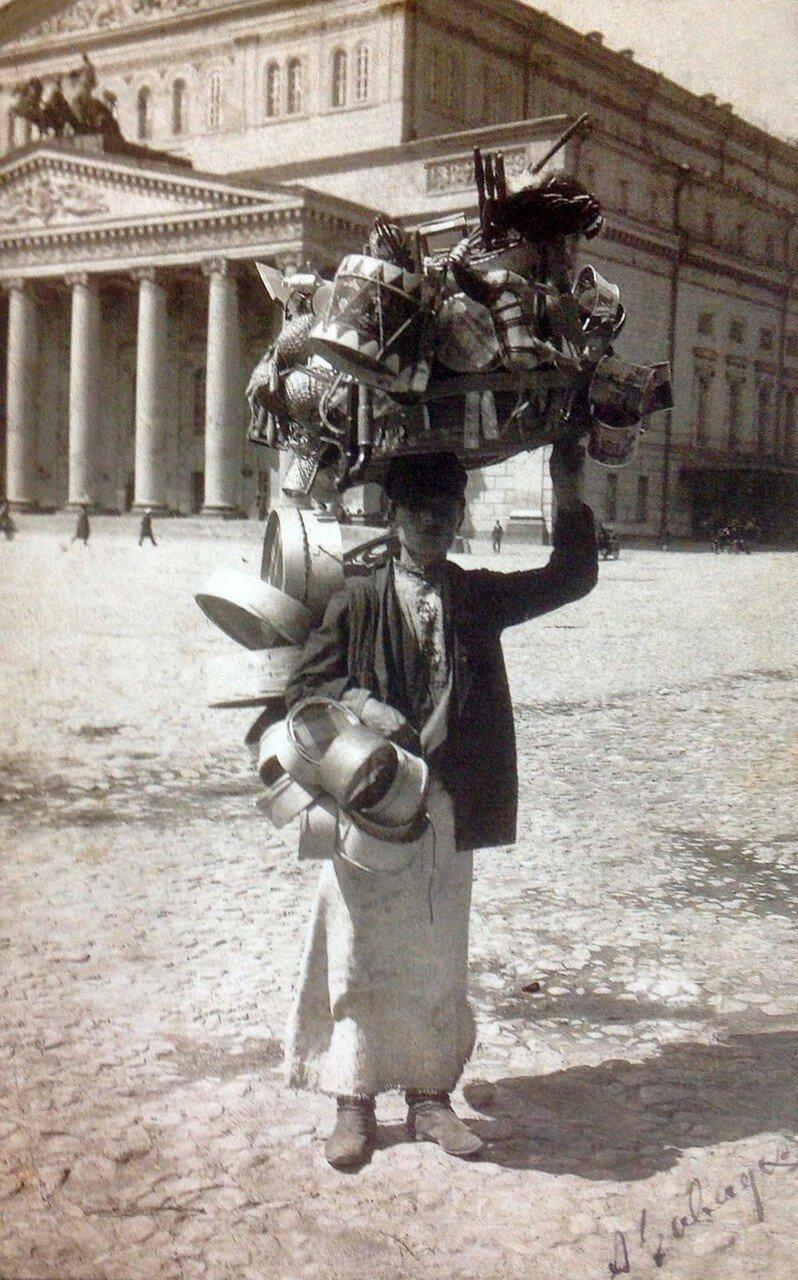 Торговец на Театральной площади