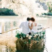 Влюбленные на лодочке