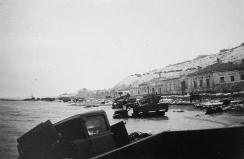 Советские грузовики оставленные в г. Керчь.