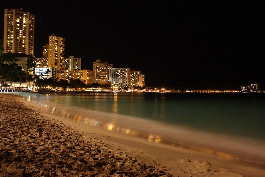 Что можно увидеть ночью на пляже в Сочи