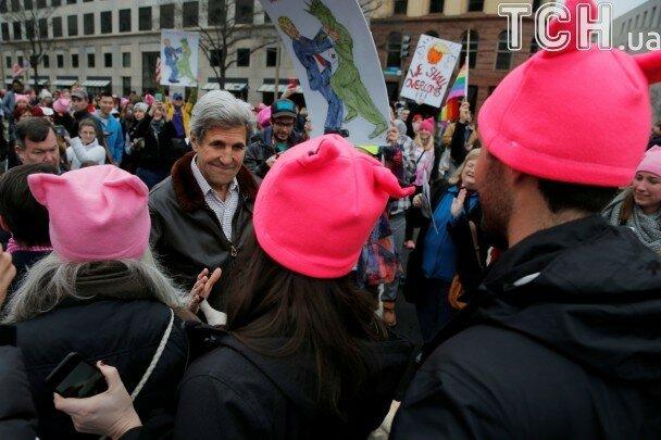 Розовые шапочки как символ протеста в США против Трампа 2.jpg