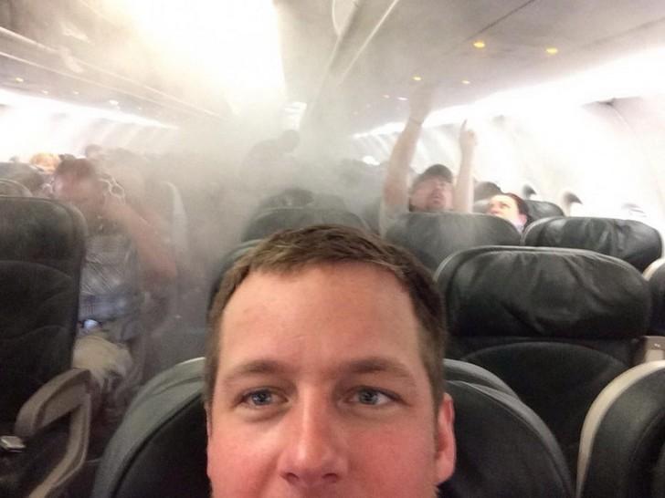 23. Во время эвакуации из самолета.