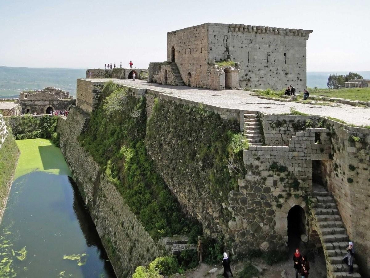 73. Посетите Крак де Шевалье, средневековый замок в Сирии.