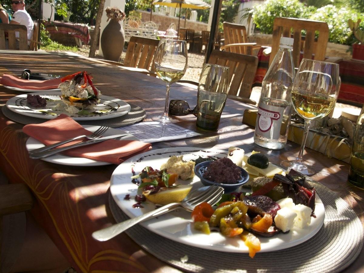 97. Совершите турне по Фрэншеке, региону Южной Африки, где делают отличные вина.