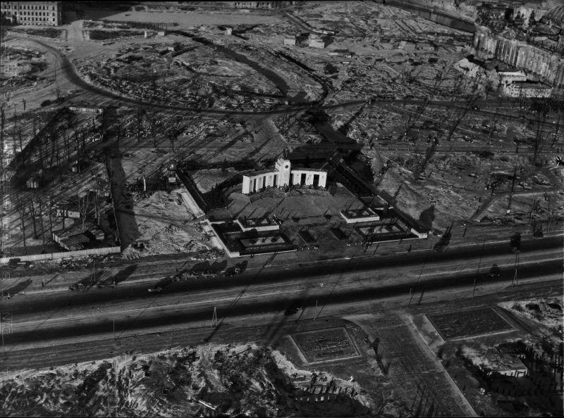 3. Мемориал павшим советским воинам в Тиргартене. Этот мемориал был построен в 1945 году, вскоре пос