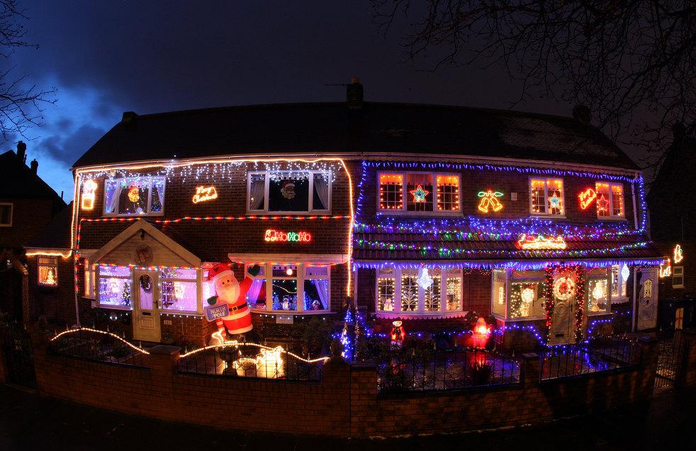 5. Дома, украшенные к праздникам, в Саут Шилдсе, Англия. (AP / Scott Heppell)