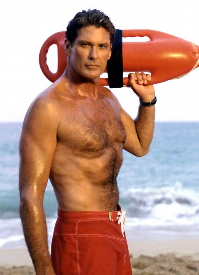 Сериал «Спасатели Малибу» все больше подогревает интерес кспортивным мужчинам спотрясающе ровным б