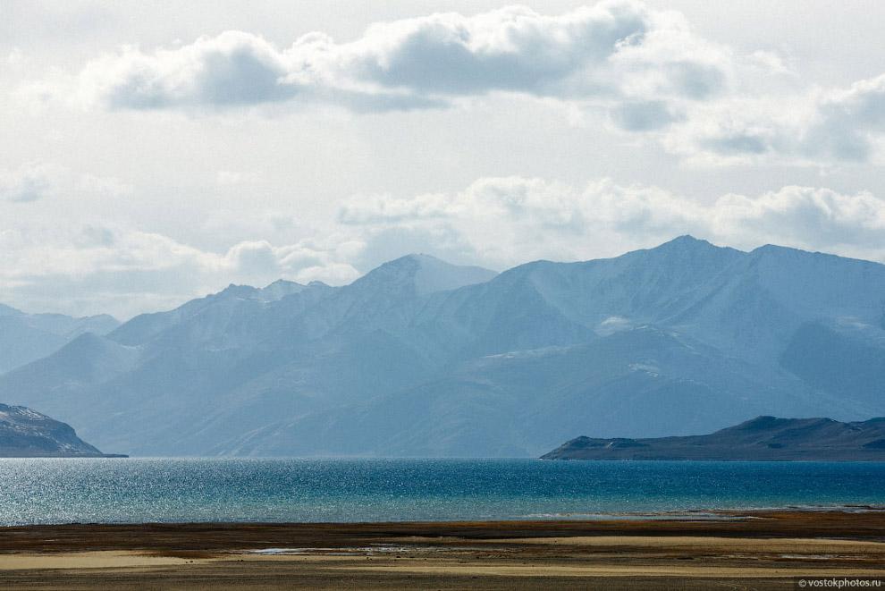 8. На восточном берегу озера, вблизи автотрассы, расположен кишлак Каракуль, где проживают в ос