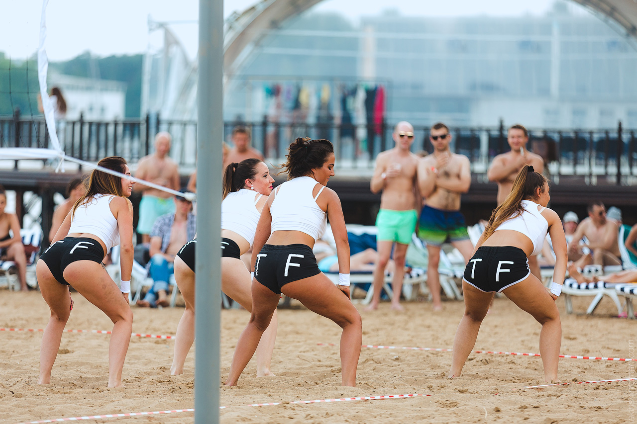 Турнир по пляжному волейболу среди моделей