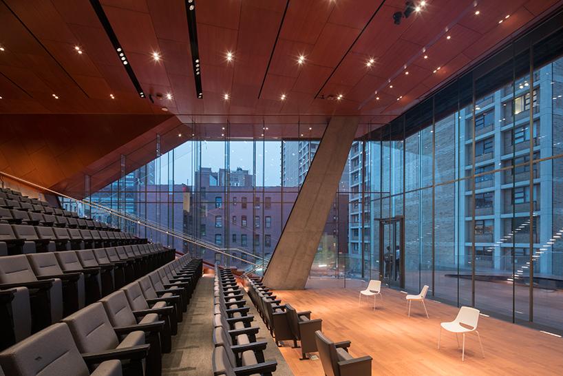 Образовательный центр в виде каскадной башни в Нью-Йорке