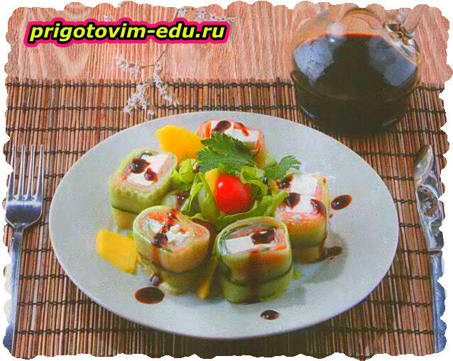 Салат с лососем и манго