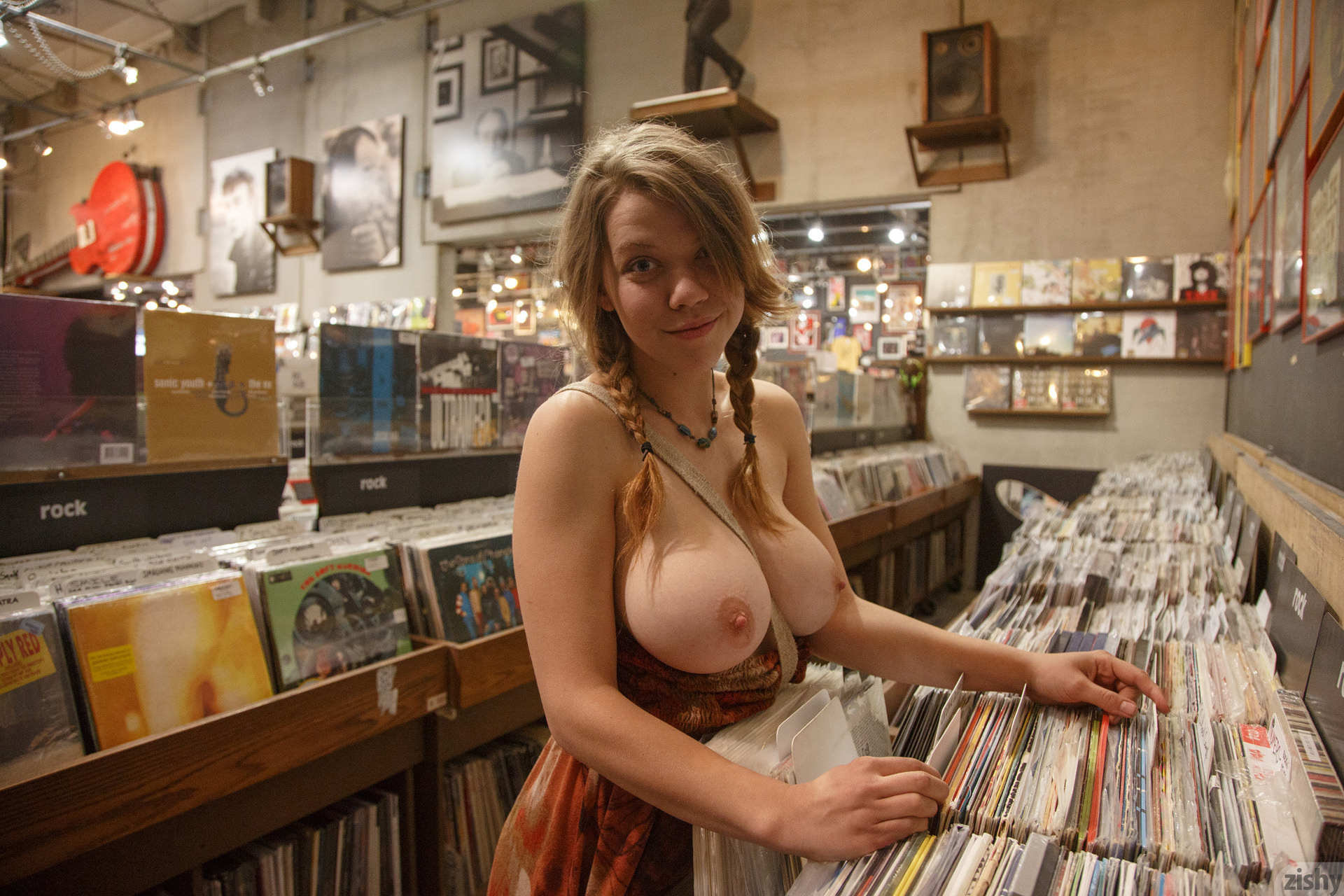 Nude at the shops — photo 2