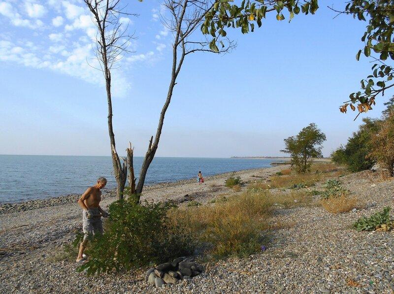 Море, берег каменистый, и человек в трудах ... DSCN1273.JPG