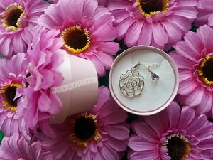 Avon Цепочка с подвеской Роза
