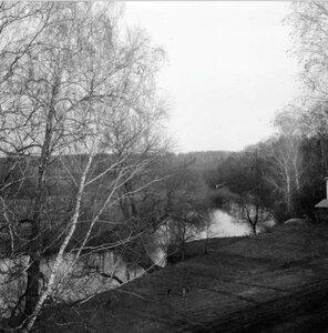 Вид с горы на речку недалеко от монастыря. Вечернее солнце