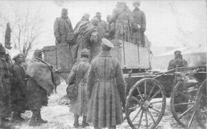 Перевозка пленных австрийцев на грузовике