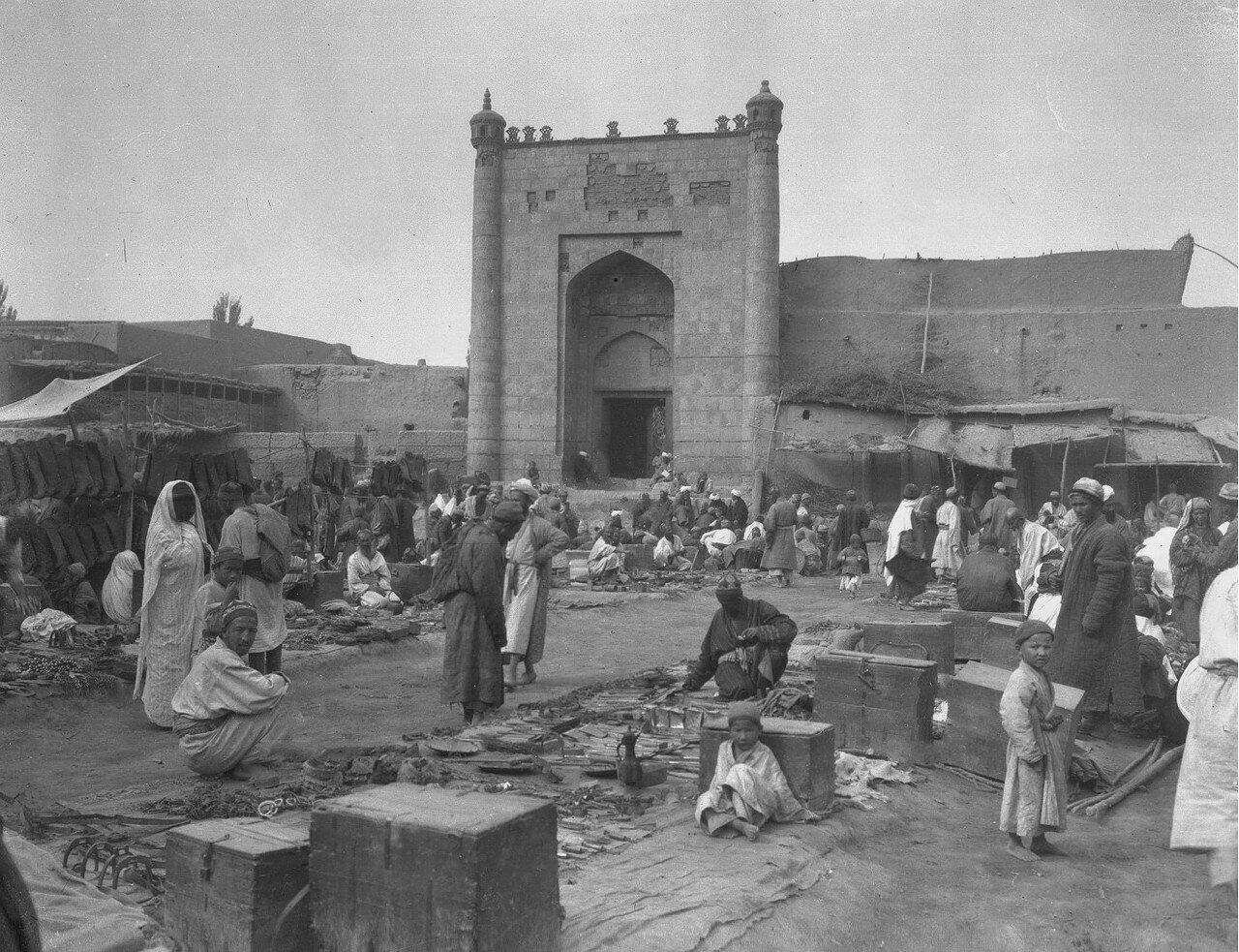 Базар и мечеть