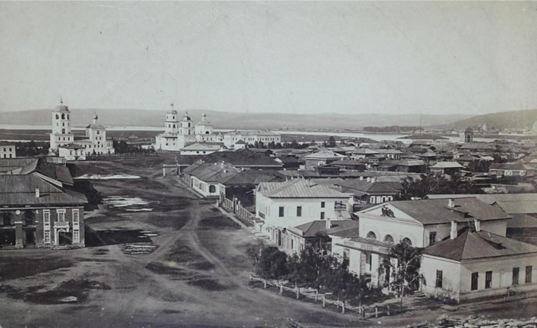 Панорама города с колокольни Тихвинской церкви. Вид на правую половину Тихвинской площади. 1865.
