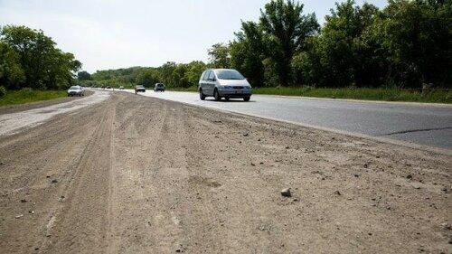 """Из-за жары в Молдове плавится асфальт и """"поднимается"""" бетон"""