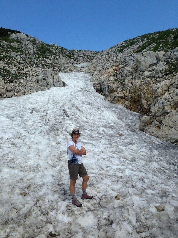 Хорошо в июле погулять по снегу!