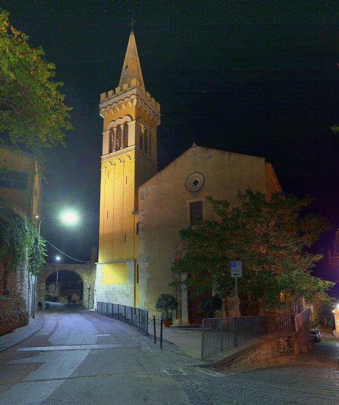Ночная Таормина. Капуцинская церковь (Chiesa dei Cappuccini). HDR, extremal colors