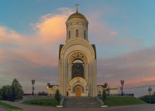 Храм Георгия Победоносца в вечернем свете
