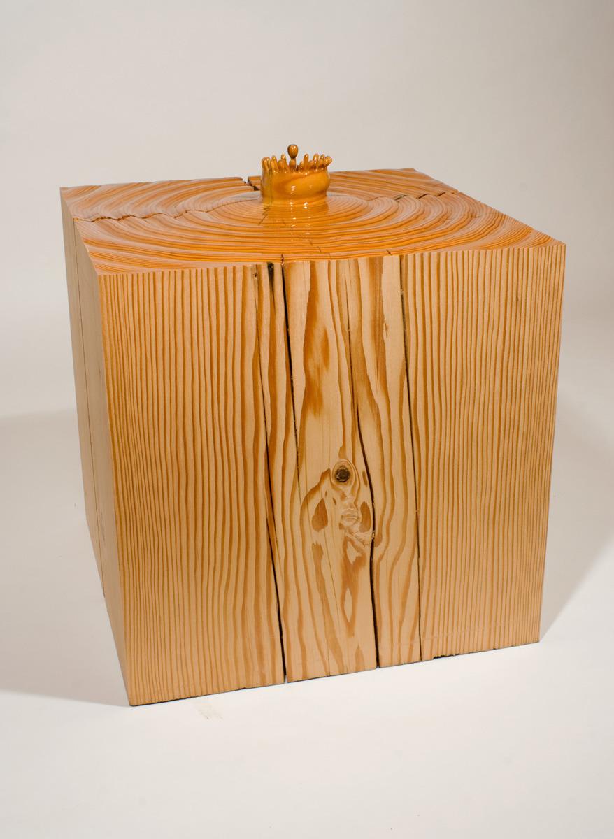 Это искусство создает парадокс между формой и содержанием: деревянный воздушный шар действительно ка