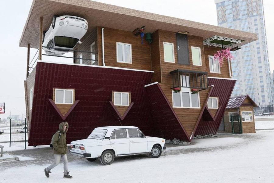 Ваши глаза вас не обманывают — перевернутый дом действительно существует и расположен в Красноярске.
