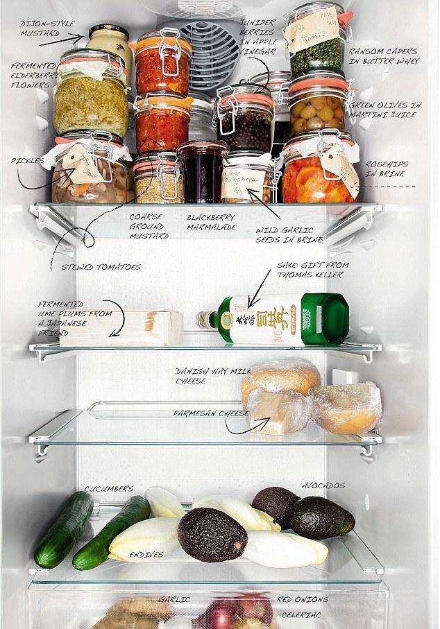 3. В холодильнике шеф-повара из Дании Bo Bech преобладают овощи.