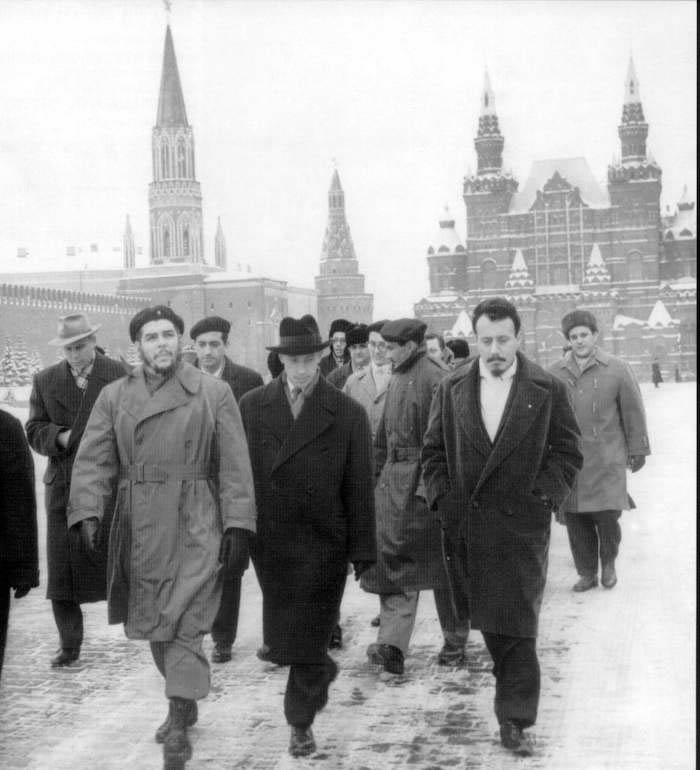 В 1960 году Че Гевара во главе экономической миссии Кубы посетил страны социалистического блока, в т