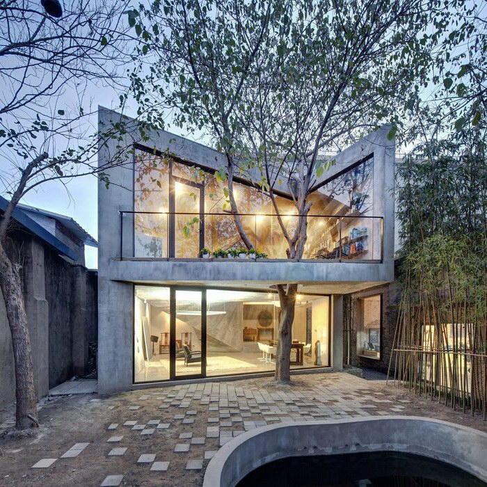 3. Современный дом, на балконе которого всегда есть тень