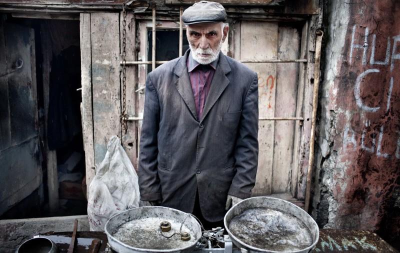 Продавец угля в Красе, Турция.