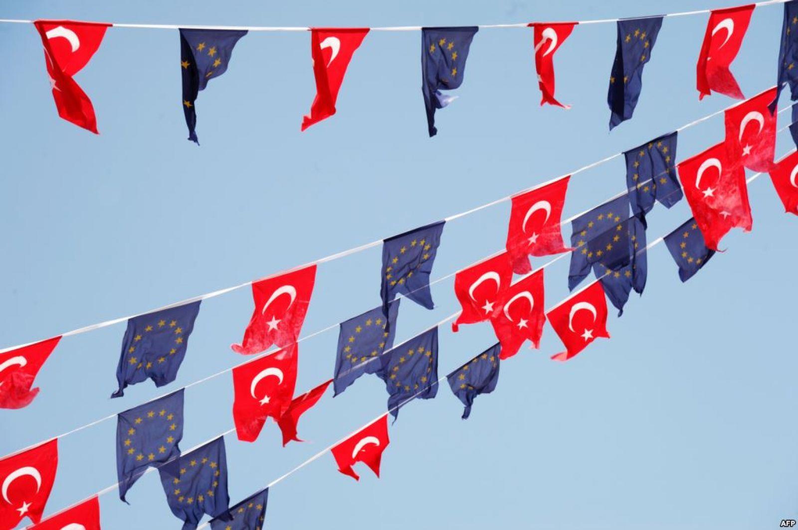 Германия желает остановить переговоры очленстве Турции в EC