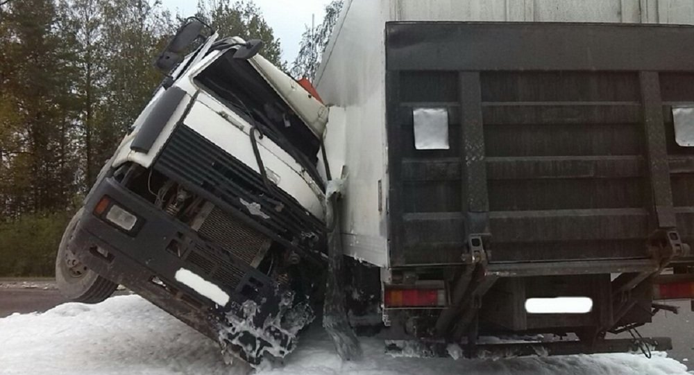 МЧС: Два грузового автомобиля столкнулись вЛогойском районе
