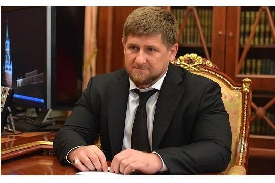 Геннадий Тимченко подарил Чечне 141 картину
