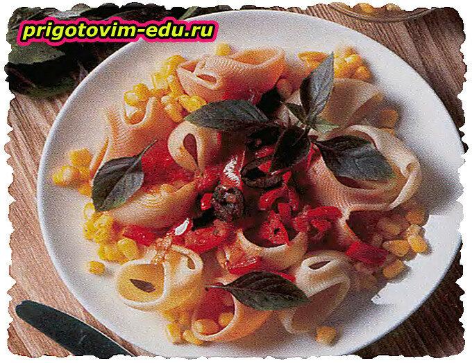 Ракушки с рыбным соусом и кукурузой