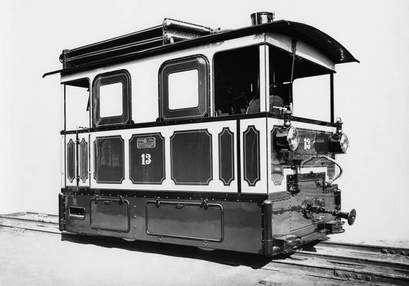 Трамвайный локомотив, выпускавшийся в 1890-е годы на Коломенском машиностроительном заводе..jpg
