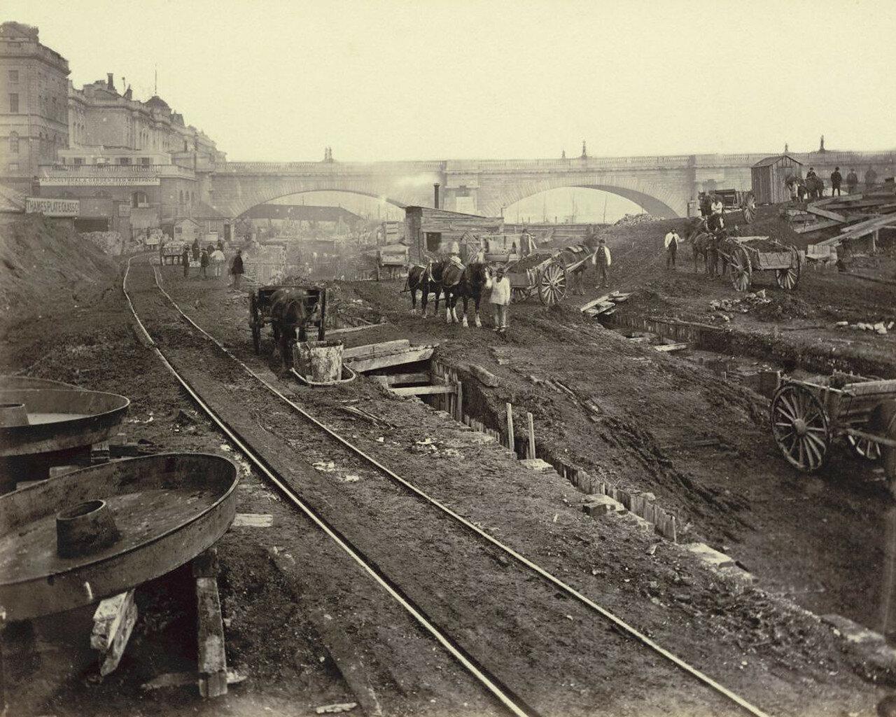 1866-1870. Строительный участок к западу от моста Ватерлоо и Савой-стрит