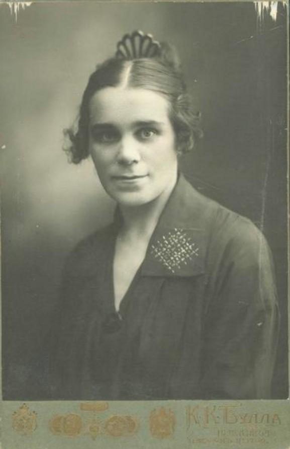 1923. Женский портрет