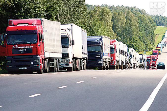 В очередях на границе с Польшей стоят 390 автомобилей, - Госпогранслужба