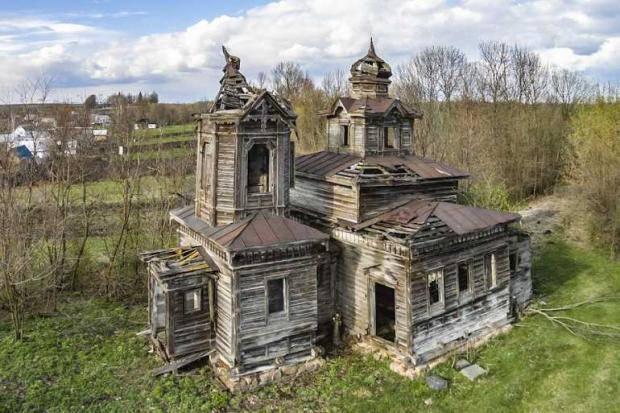В Винницкой области фермер сам восстанавливает казацкую деревянную церковь (фото)