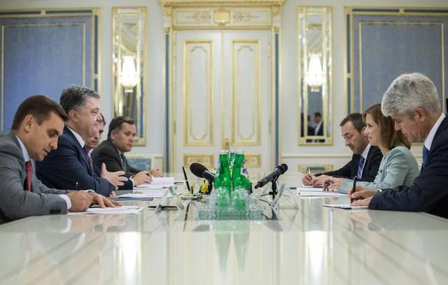 Порошенко обсудил с главой Национального Совета Швейцарии Марквальдер российскую агрессию на Донбассе. ФОТО