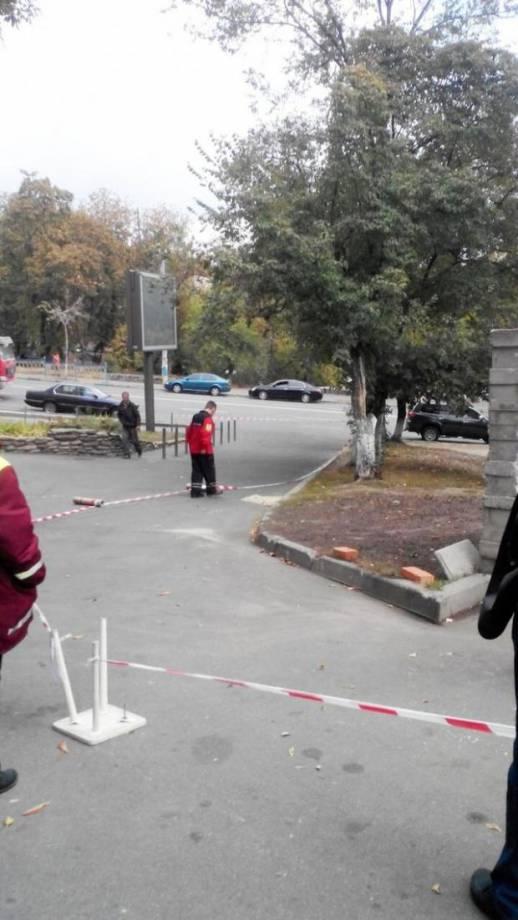В центре Киева разлили ртуть возле жилых домов (фоторепортаж)