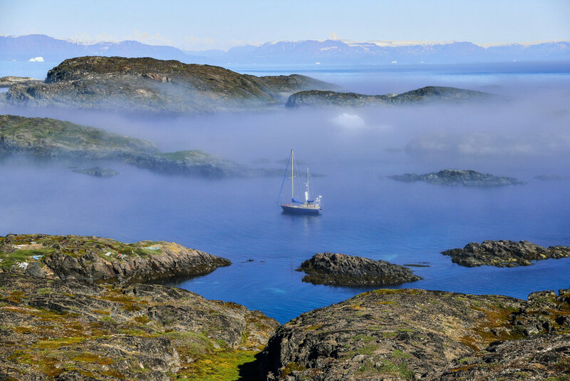 остров Китсиссуарсуит в тумане
