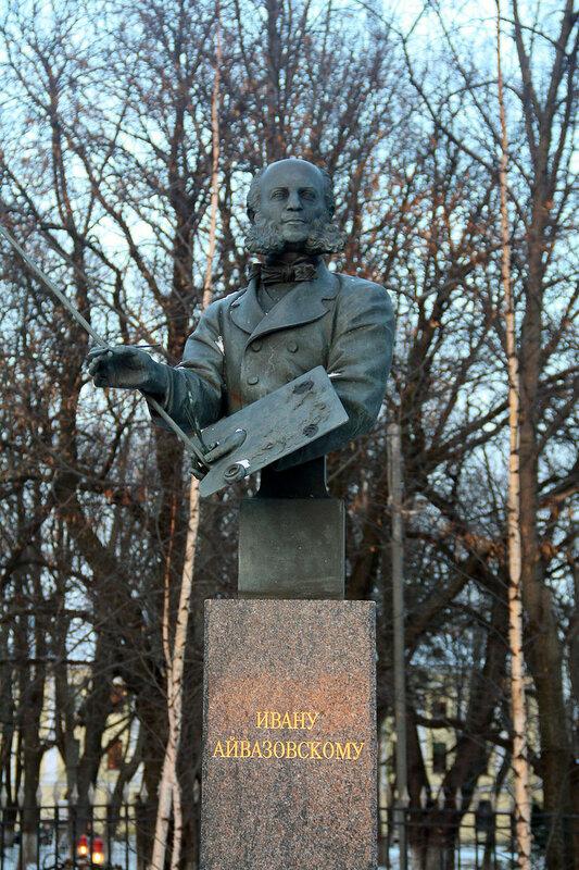 памятник Айвазовскому в Кронштадте