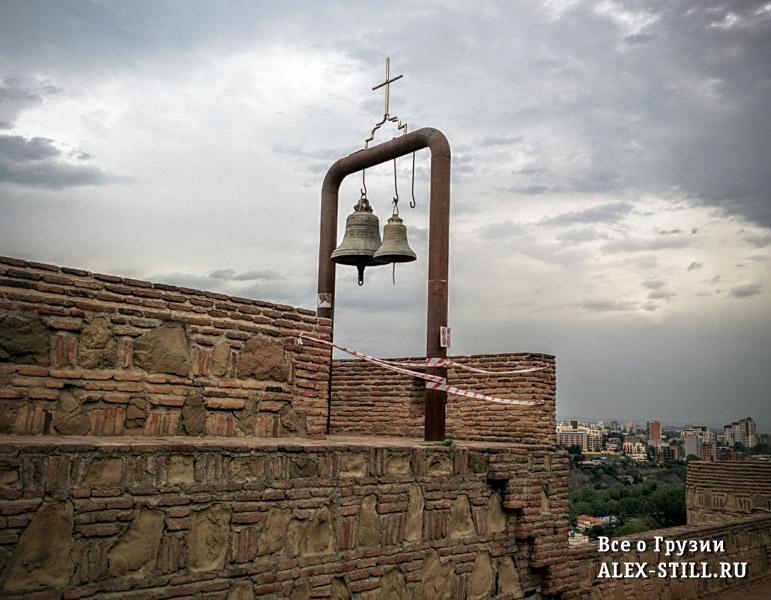 У храма есть несколько обзорных площадок