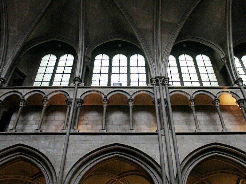 Собор Дижонской Богоматери (Église Notre-Dame de Dijon). Интерьеры