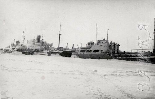 19 ЭОН 66 1956-57 Пантелеиха зимовка копия.jpg