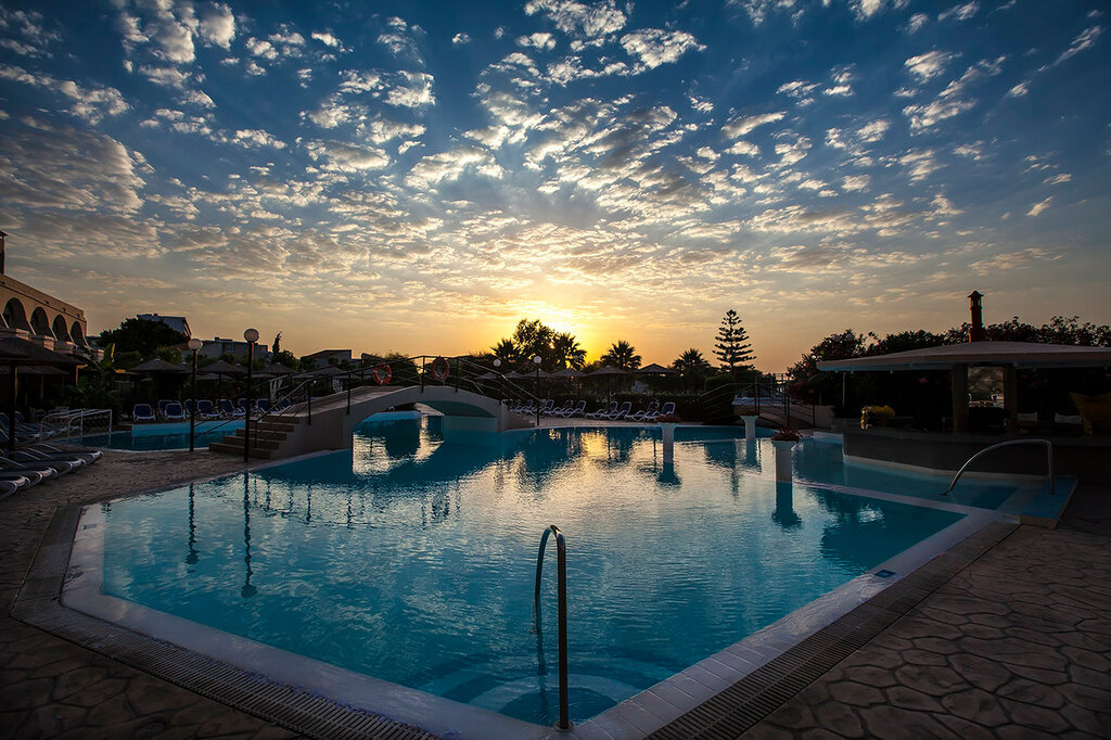 Утренний бассейн...