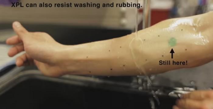 Поскольку «вторая кожа» запечатывает слой активного крема, всё время действия она эффективно питает